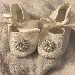 NWOT Baby Girl off white/ ivory Baptism Lace shoes